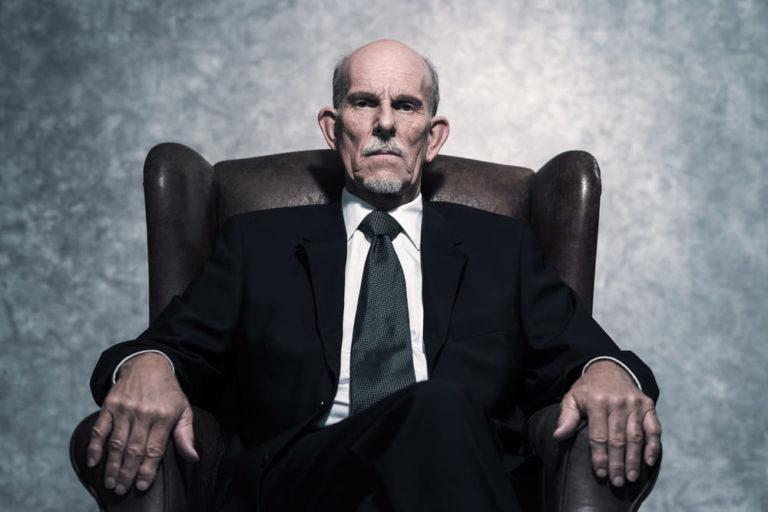 Dominanzgesten-Mann-dominante-Menschen-Psychologie